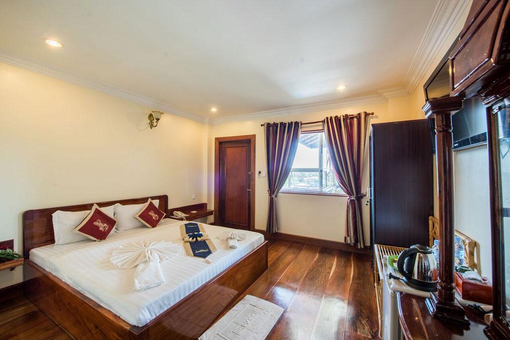 Seng Hout Hotel